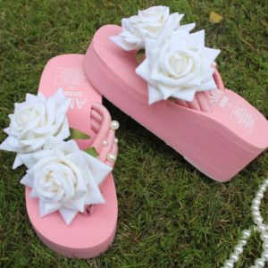 Women White Shaded Roses & Pearls Peach Thick Slipper