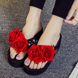 Women Red Rose & Pearls Black Thick Slipper