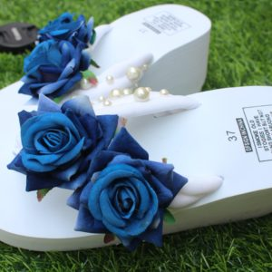 Women Blue Shaded Roses & Pearls White Thick Slipper